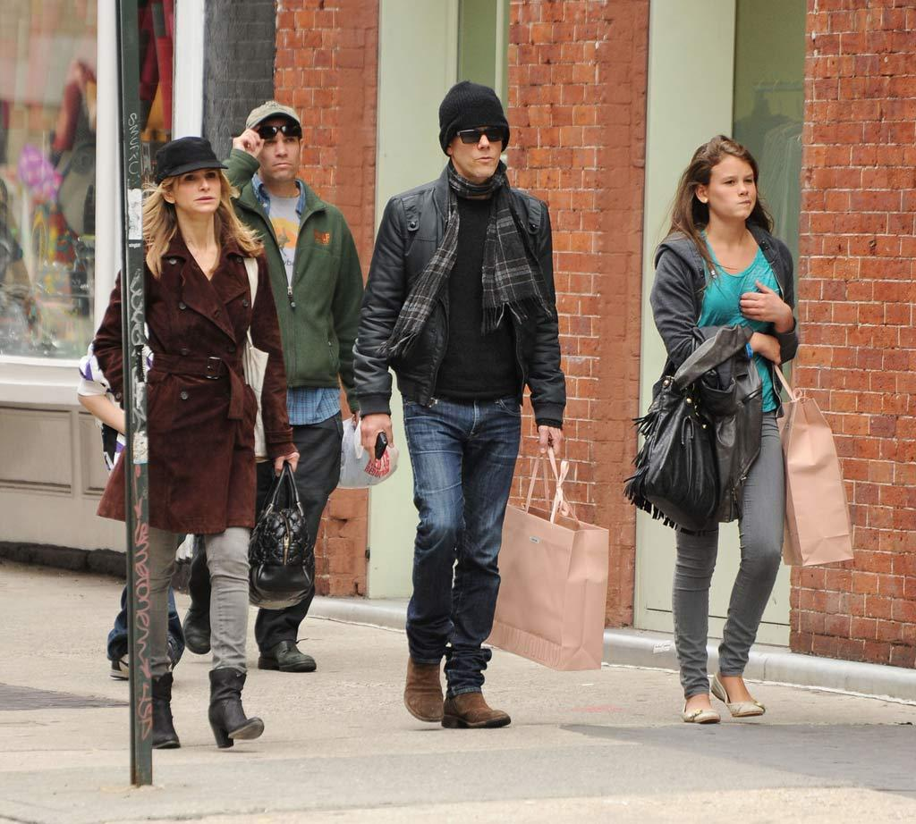 "Kyra Sedgwick and Kevin Bacon took their 18-year-old daughter Sosie on a shopping spree in Manhattan Wednesday. Perhaps you recognize Sosie from her mom's hit show ""The Closer,"" where she portrayed Charlie on several episodes in 2009. Hector Vallenilla/<a href=""http://www. PacificCoastNews.com"" target=""new"">PacificCoastNews.com</a> - March 31, 2010"