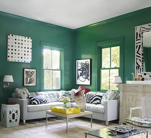Seriously, this Southampton living room makes us green (in a good way!). Home to OscarPRGirl (aka Erika Bearman), this space proves that color can give classic pieces an updated vibe. Photo by William Waldron via Elle Decor