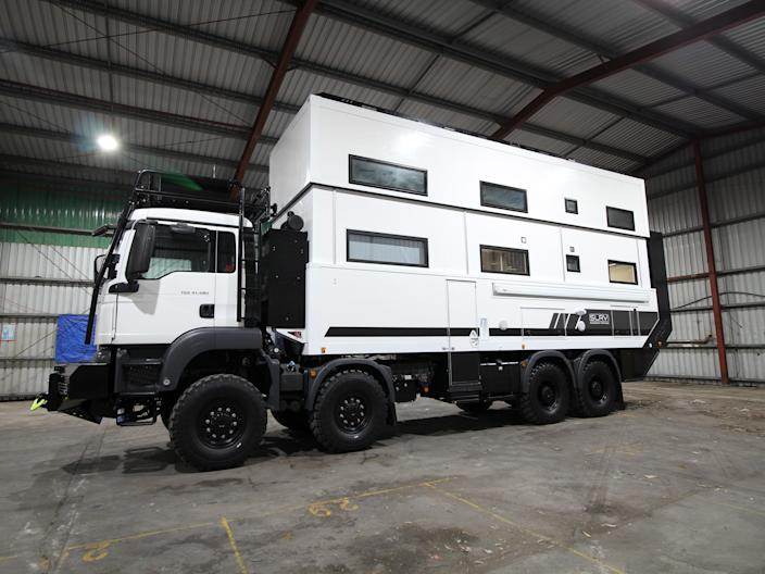 SLRV Expedition Vehicle - Commander 8x8 exterior - Australian family of 8