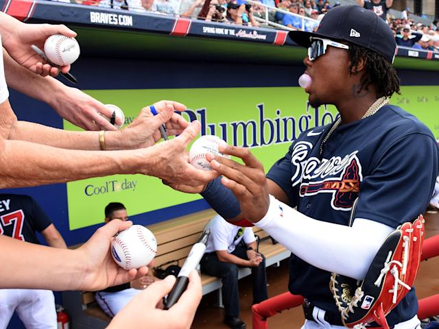MLB is telling players to limit autographs in fears of the coronavirus. (Jonathan Dyer-USA TODAY Sports)
