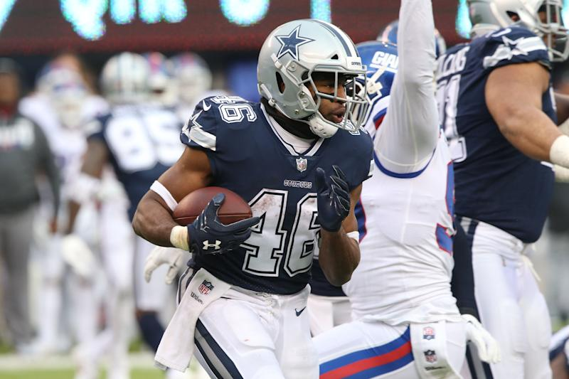While Ezekiel Elliott waits in Mexico for a new contract, the Dallas Cowboys struck a deal with running back Alfred Morris on Monday night.
