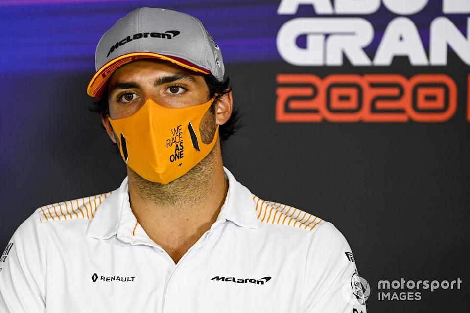 "Carlos Sainz Jr., McLaren en la conferencia de prensa<span class=""copyright"">Mark Sutton / Motorsport Images</span>"