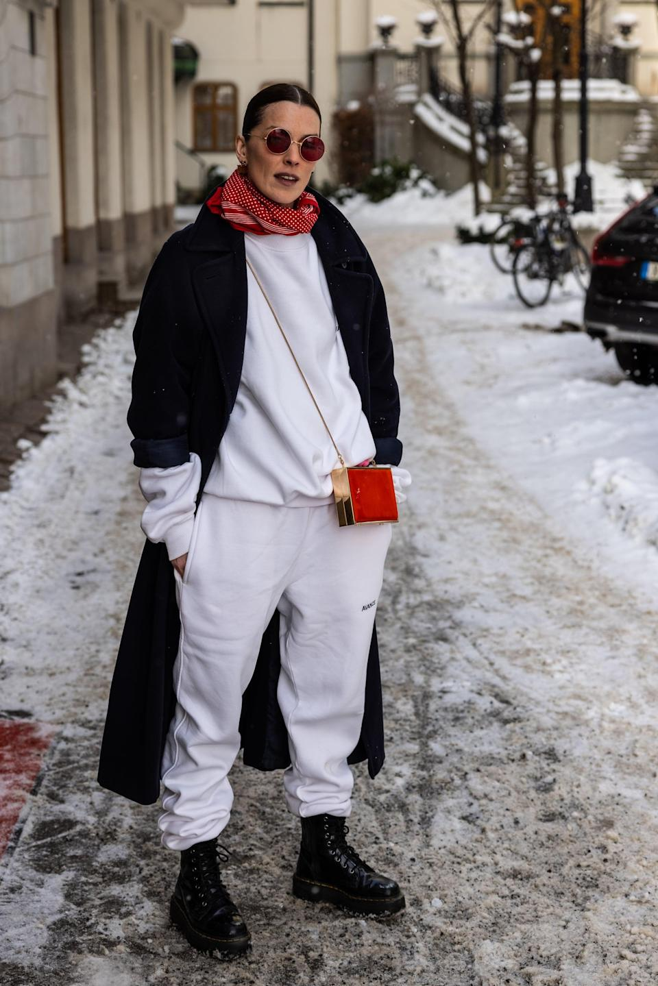 <p>Pull the sleeves of your sweatshirt out through your jacket to achieve a streamlined outerwear look, consistent in color.</p>