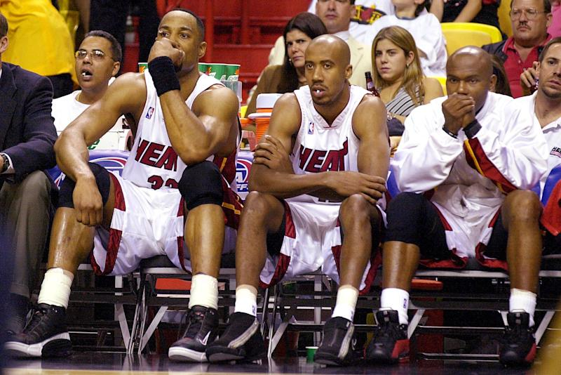 MIAMI, : Miami Heat center Alonzo Mourning (L), forward Bruce Bowen (C) and guard Tim Hardaway (R) watch the remaining few minutes of their game against the Charlotte Hornets from the bench during their 1st round playoff game 21 April 2001 at the American Airlines Arena in Miami, Florida. Charlotte took game one of the five game series by beating the Heat 106-80. AFP PHOTO/RHONA WISE (Photo credit should read RHONA WISE/AFP via Getty Images)