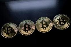 <p>South Korea bans its banks from dealing in Bitcoin</p>