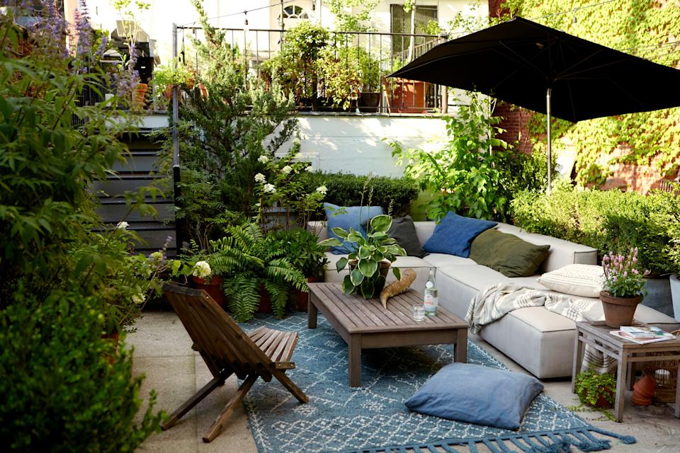 """<div class=""""caption""""> As far as outdoor furniture goes, some of Mel's go-to stores are <a href=""""https://www.serenaandlily.com/"""" rel=""""nofollow noopener"""" target=""""_blank"""" data-ylk=""""slk:Serena & Lily"""" class=""""link rapid-noclick-resp"""">Serena & Lily</a>, <a href=""""https://www.shopterrain.com/"""" rel=""""nofollow noopener"""" target=""""_blank"""" data-ylk=""""slk:Terrain"""" class=""""link rapid-noclick-resp"""">Terrain</a>, <a href=""""https://www.westelm.com/"""" rel=""""nofollow noopener"""" target=""""_blank"""" data-ylk=""""slk:West Elm"""" class=""""link rapid-noclick-resp"""">West Elm</a>, and <a href=""""https://www.restorationhardware.com/"""" rel=""""nofollow noopener"""" target=""""_blank"""" data-ylk=""""slk:Restoration Hardware"""" class=""""link rapid-noclick-resp"""">Restoration Hardware</a>. She also says shopping at flea markets and picking out some vintage elements are great ways to have a moment of unexpected fun. </div> <cite class=""""credit"""">Photography: Dane Tashima</cite>"""