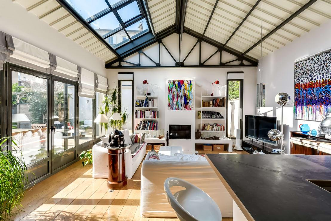 "<p>Not only are skylights incredible when you want to <a rel=""nofollow"" href=""https://www.homify.co.uk/rooms/living-room-style-modern"">create a more contemporary living room vibe</a>, they are also a genius way to get more light into your home, without flicking the lights on in the early afternoon. We don;t think you need to limit your skylight placements though, as they work beautifully in ANY room. </p>  Credits: homify / Meero"