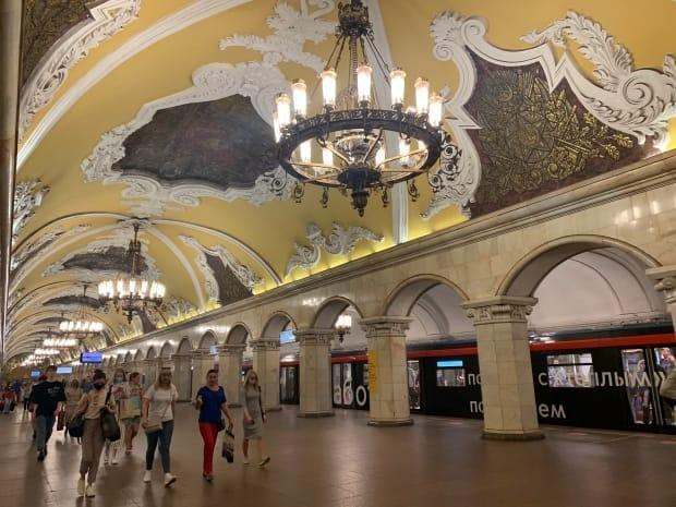The Komsomolskaya Metro station is one of the most ornate in Moscow's transit system, which is one of the world's busiest, carrying almost seven million passengers a day. Dozens and perhaps hundreds of employees have been fired or told to resign after supporting a jailed opposition leader. (Corinne Seminoff/CBC - image credit)