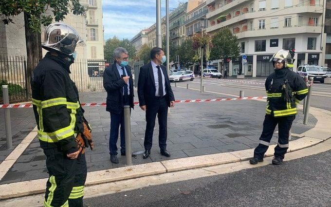 Nice Mayor Christian Estrosi talks to Municipal Police at the site of a knife attack in church in Nice - TWITTER / @CESTROSI /TWITTER / @CESTROSI via REUTERS