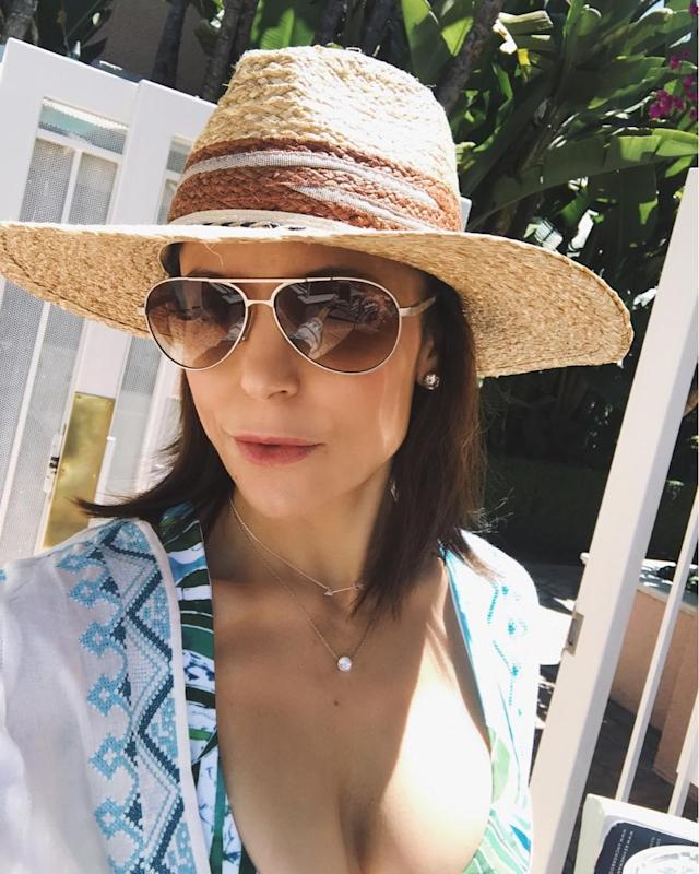 "<p>The <em>Real Housewives of New York City</em> star had a solid strategy for the weekend. ""If ur looking for me, I'll be by the pool,"" she advised. (Photo: <a href=""https://www.instagram.com/p/BUpgQLollzQ/?hl=en"" rel=""nofollow noopener"" target=""_blank"" data-ylk=""slk:Bethenny Frankel via Instagram"" class=""link rapid-noclick-resp"">Bethenny Frankel via Instagram</a>) </p>"