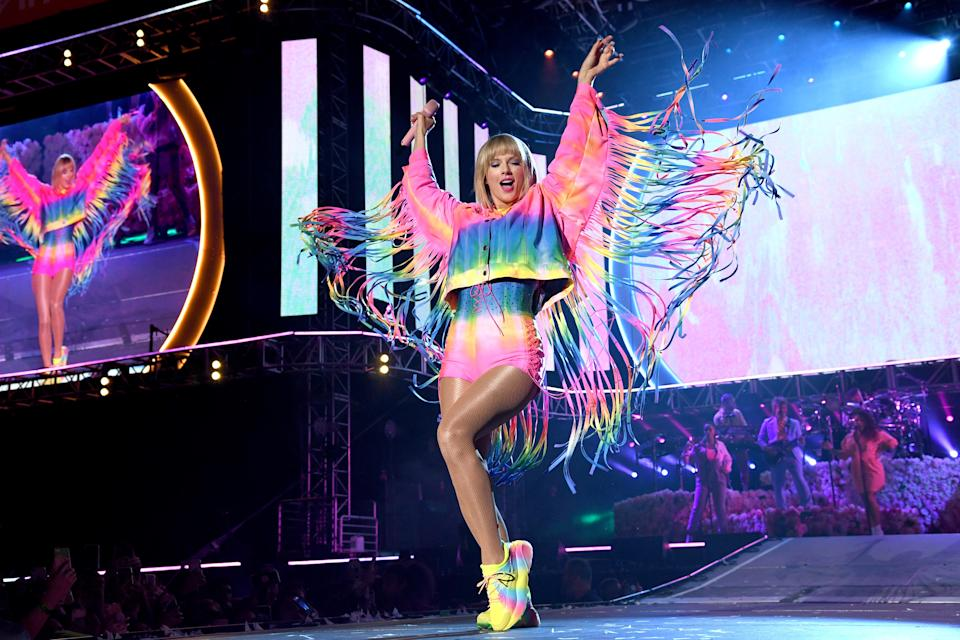 """<h1 class=""""title"""">taylor cape and fringe</h1><cite class=""""credit"""">Kevin Mazur/Getty Images for iHeartMedia</cite>"""