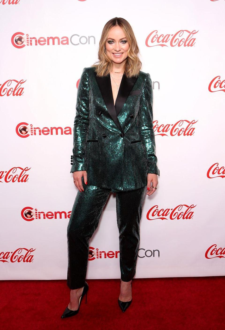 <p>The star changed out of her Rachel Zoe floral-print suit for a sequinned green Elie Saab suit and black heels for the event. <br></p>