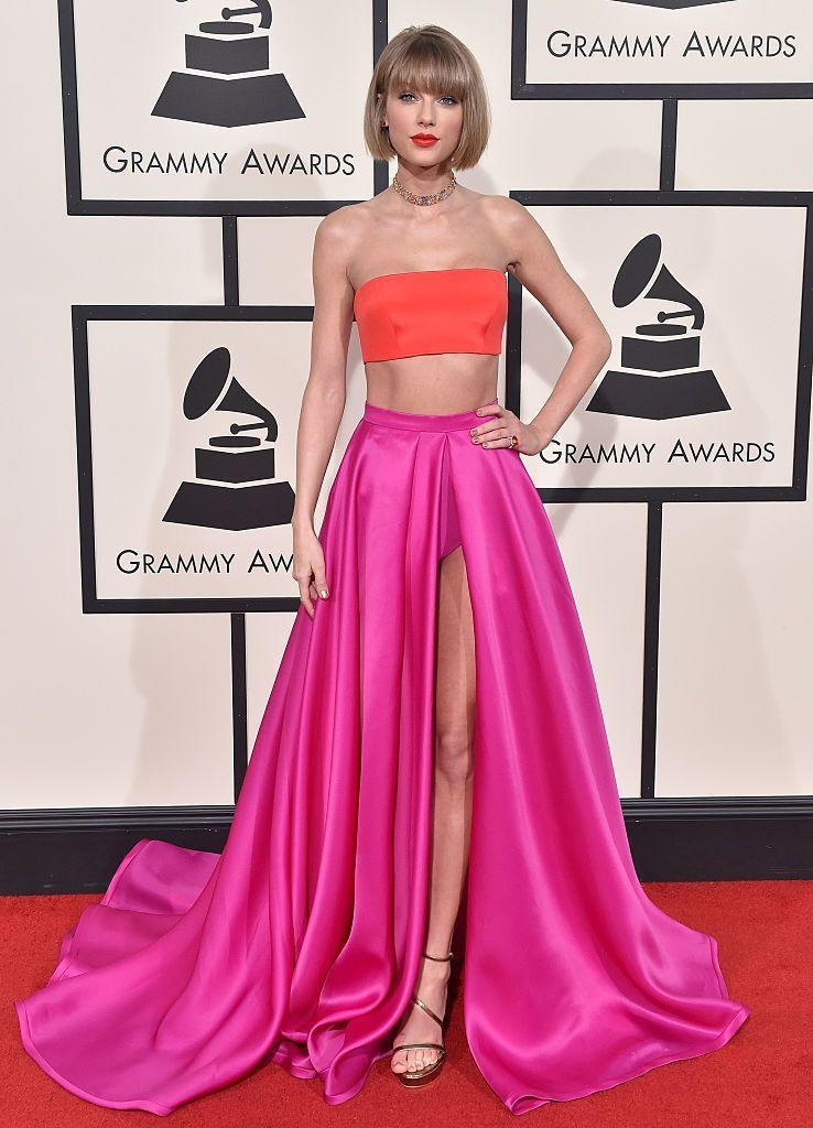 <p>Ah, the last time we saw Taylor grace a Grammys red carpet. Another year, another haircut. This time Taylor went for an even shorter style with a bob too and worked it, may we add.</p>