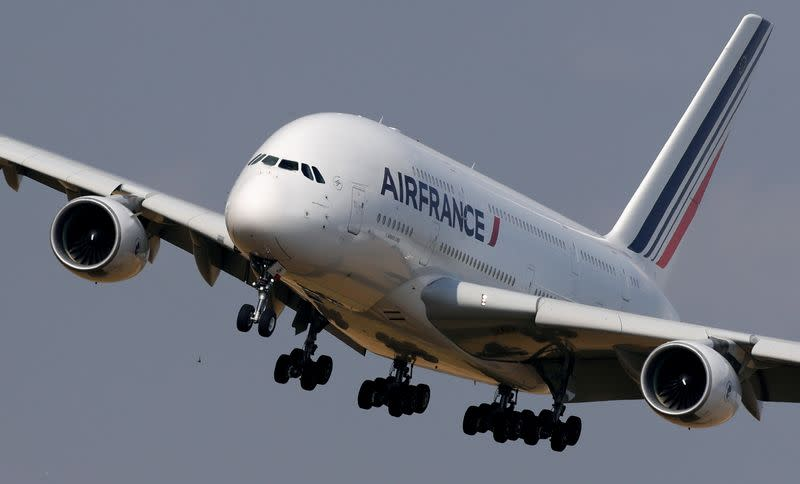 Air France plans to cut 6,500 jobs by 2022 - sources