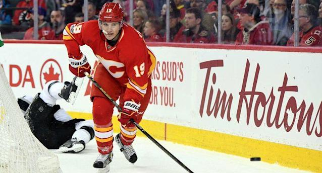 "<a class=""link rapid-noclick-resp"" href=""/nhl/teams/cgy/"" data-ylk=""slk:Calgary Flames"">Calgary Flames</a> left wing <a class=""link rapid-noclick-resp"" href=""/nhl/players/7114/"" data-ylk=""slk:Matthew Tkachuk"">Matthew Tkachuk</a> (19) chases after the puck after a collision with <a class=""link rapid-noclick-resp"" href=""/nhl/teams/los/"" data-ylk=""slk:Los Angeles Kings"">Los Angeles Kings</a> defenseman Drew Doughty (8). (Candice Ward-USA TODAY Sports)"