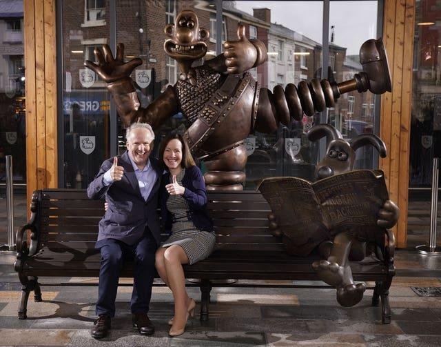 Wallace and Gromit bench sculpture