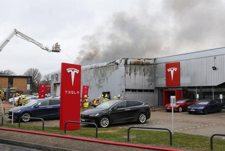 tesla is dying and this how it will end fire at dealership in uk