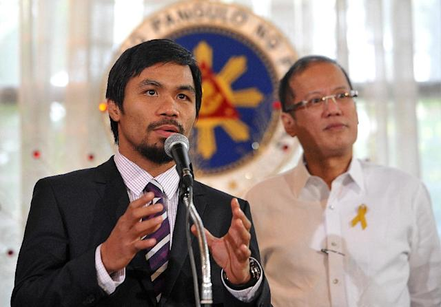 Philippine boxing superstar Manny Pacquiao (left) speaks alongside Philippine President Benigno Aquino in November 2010 (AFP Photo/Noel Celis)