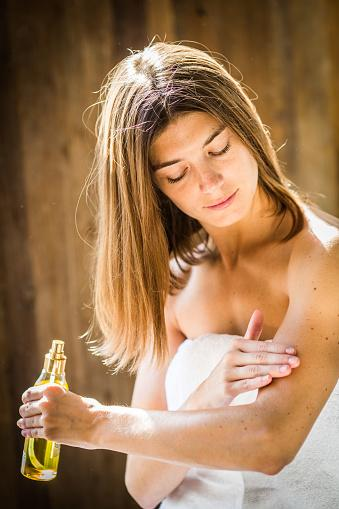 <p>Since centuries Indians have been applying Mustard Oil as body oil for massage before their baths. One can use it to massage dry areas prior to a bath. For removing tan, mustard oil can be mixed with besan, yogurt and lemon juice and used as a body pack. </p>