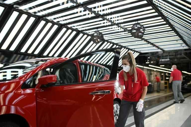 Nissan's Chinese battery supplier Envision AESC will invest £450 million to build the battery plant that will be run on renewable energy and power up to 100,000 Nissan electric vehicles per year.