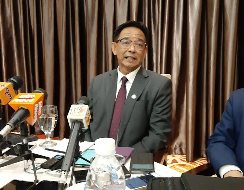 Datuk Abdul Karim Rahman Hamzah said Hainan Airlines will launch its scheduled Haikou-Kuching-Haikou direct flight beginning in March next year. — Picture by Sulok Tawie