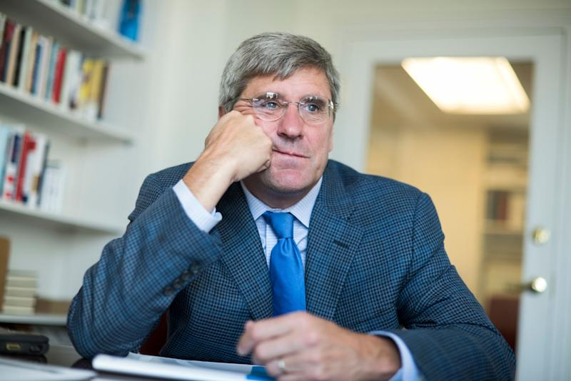 Stephen Moore of The Heritage Foundation in his Washington office in August 2016. (Photo: Tom Williams via Getty Images)
