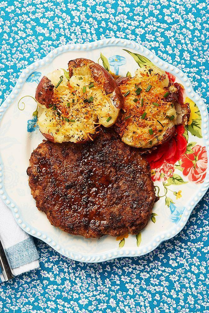 """<p>Whip this fried round steak up in just 10 to 15 minutes, then spend the rest of your time throwing together a green salad or a creamy potato side dish. </p><p><strong><a href=""""https://www.thepioneerwoman.com/food-cooking/recipes/a9901/fried-round-steak/"""" rel=""""nofollow noopener"""" target=""""_blank"""" data-ylk=""""slk:Get the recipe"""" class=""""link rapid-noclick-resp"""">Get the recipe</a>.</strong></p><p><a class=""""link rapid-noclick-resp"""" href=""""https://go.redirectingat.com?id=74968X1596630&url=https%3A%2F%2Fwww.walmart.com%2Fbrowse%2Fhome%2Fthe-pioneer-woman-dishes%2F4044_623679_639999_7373615&sref=https%3A%2F%2Fwww.thepioneerwoman.com%2Ffood-cooking%2Fmeals-menus%2Fg35191871%2Fsteak-dinner-recipes%2F"""" rel=""""nofollow noopener"""" target=""""_blank"""" data-ylk=""""slk:SHOP DISHES"""">SHOP DISHES</a></p>"""