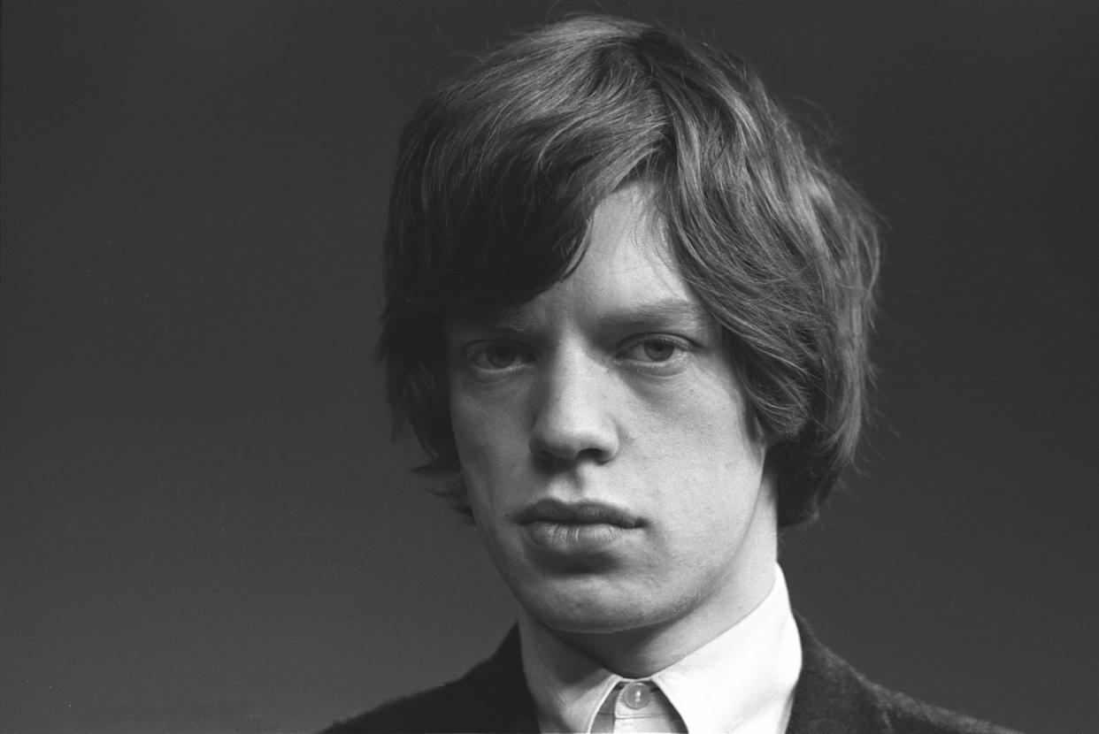 UNITED KINGDOM - JANUARY 01: Photo of Mick Jagger portrait; Rolling Stones Mick Jagger in thoughtful mood, takes time out from group photo session, London, 1963 (Photo by John Hoppy Hopkins/Redferns)