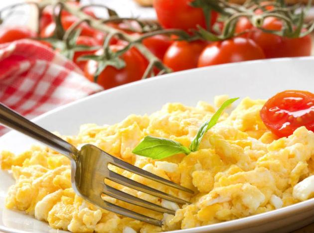 <b>Eggs</b> are a great source of protein and contain essential amino acids that the body needs to build everything from muscle fibres to brain chemicals. It is the perfect breakfast food, and ensures you feel less hungry during the day and reduces that urge to snack.