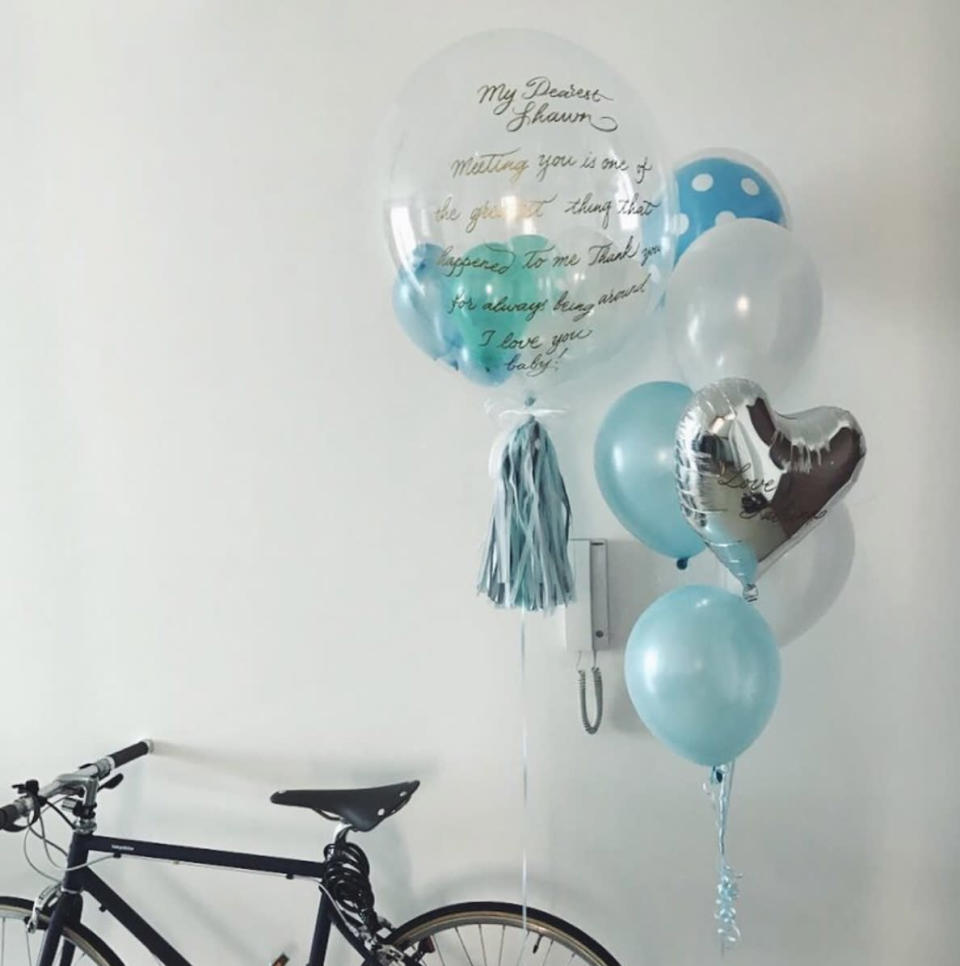 <p>Can't stand buying flowers anymore? Homegrown start-up Cheery Balloons team up with calligraphy artist Lettereka to bring you balloon bouquets with a personalised love letter hand-painted one of the balloons. (Photo: @lettereka/Instagram) </p>