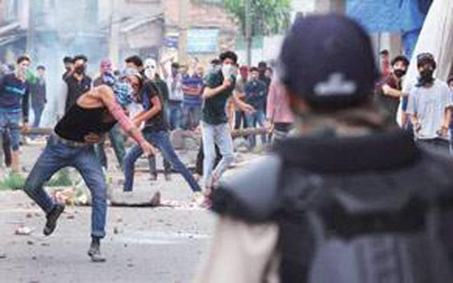 Clashes after Friday prayers in Srinagar, Pulwama and Sopore
