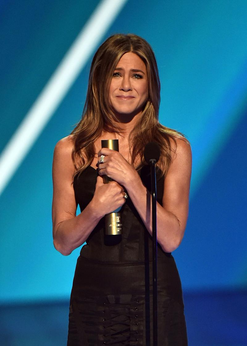 Jennifer Aniston accepts The People's Icon of 2019 award on stage during the E! People's Choice Awards (Photo: Alberto Rodriguez/E! Entertainment via Getty Images)