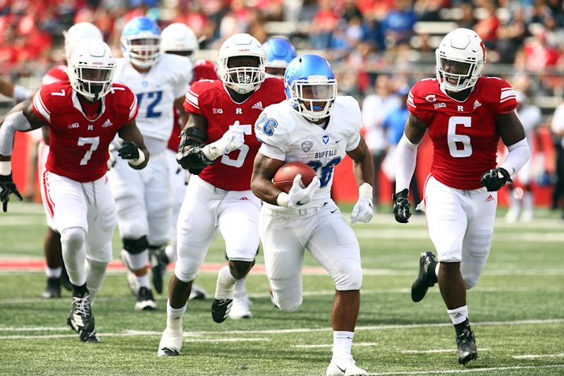 Buffalo's Jaret Patterson is chased by Rutgers defenders in 2018.