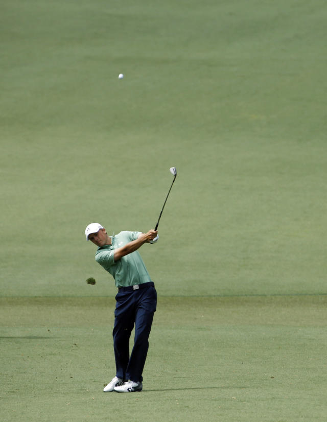 Jordan Spieth hits off the second fairway during the fourth round of the Masters golf tournament Sunday, April 13, 2014, in Augusta, Ga. (AP Photo/Matt Slocum)