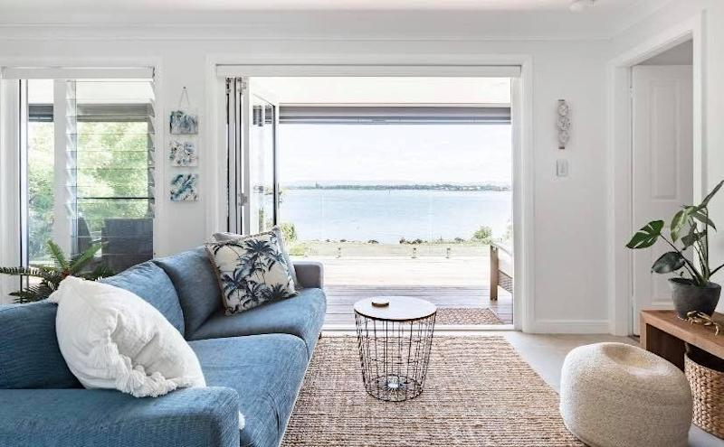Airbnb in Lake Macquarie right on the water