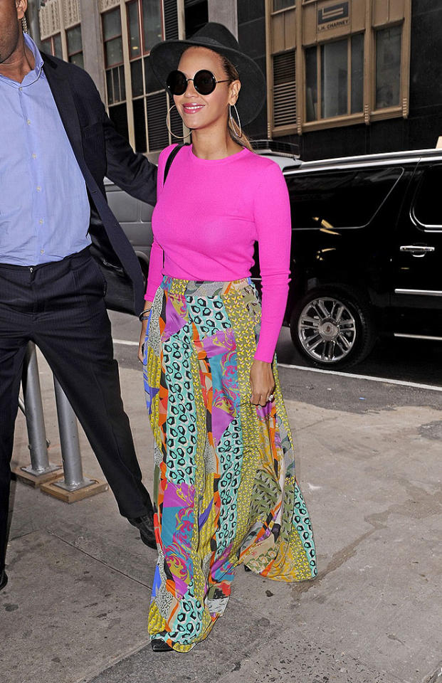 Also photographed looking bizarre in the Big Apple was new mom Beyonce, who -- like Katie Holmes -- unsuccessfully attempted to rock a hat meant for an old-timey detective. In addition to her unnecessary chapeau, the songstress sported a blinding Michael Kors top, seizure-inducing Etro skirt, and circular sunglasses. (3/29/2012)
