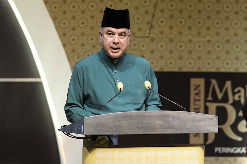 Deputy Yang Di-Pertuan Agong Sultan Nazrin Muizzudin Shah speaks at the federal celebration of the Prophet Muhammad's birthday in Putrajaya November 20, 2018. ― Picture by Miera Zulyana