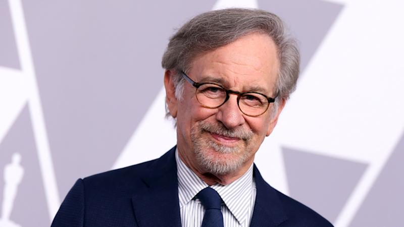 Director Steven Spielberg first has crossed $ 10 billion