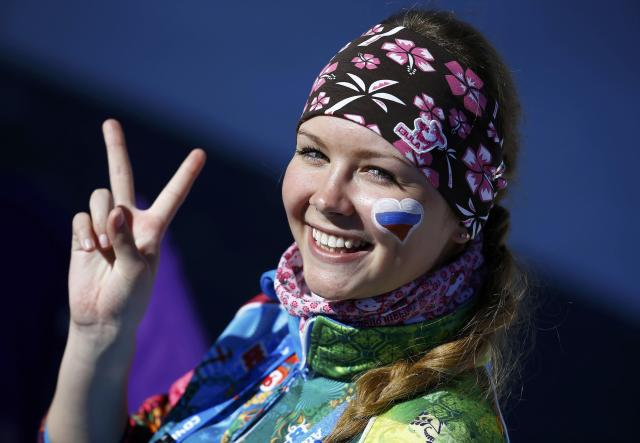 A fan of Russia flashes a victory sign before the start of the women's 10 km cross-country classic event at the Sochi 2014 Winter Olympic Games in Rosa Khutor February 13, 2014. REUTERS/Kai Pfaffenbach (RUSSIA - Tags: SPORT SKIING OLYMPICS)