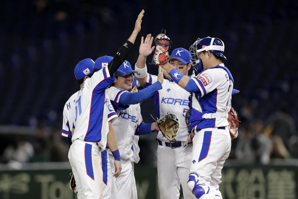 TOKYO, JAPAN - NOVEMBER 15: South Korean players celebrate their victory in the WBSC Premier 12 Super Round game between South Korea and Mexico at the Tokyo Dome on November 15, 2019 in Tokyo, Japan. (Photo by Kiyoshi Ota/Getty Images)