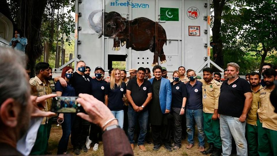 Four Paws International team and wildlife rangers at the zoo in Islamabad. 29 Nov 2020