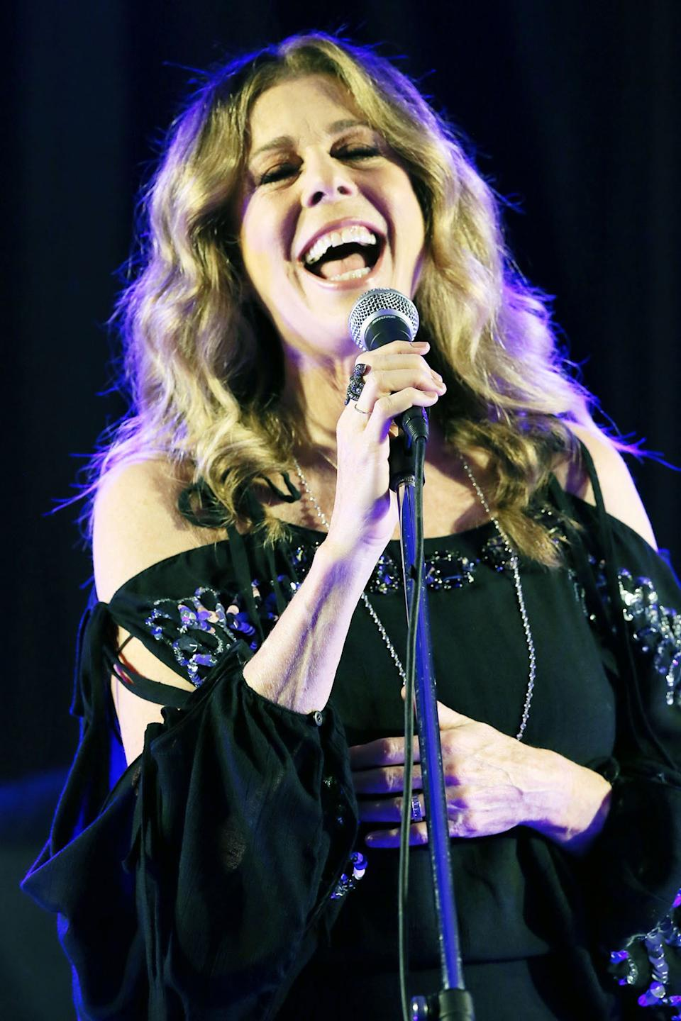 Rita Wilson singing in Brisbane