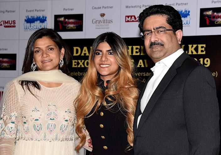 Indian billionaire industrialist Kumar Mangalam Birla (R) with his daughter singer Ananya Birla (C) and wife Neerja Birla (L) attend the Dadasaheb Phalke Excellence Awards 2019 in Mumbai on April 20, 2019. (Photo by Sujit JAISWAL / AFP)        (Photo credit should read SUJIT JAISWAL/AFP via Getty Images)