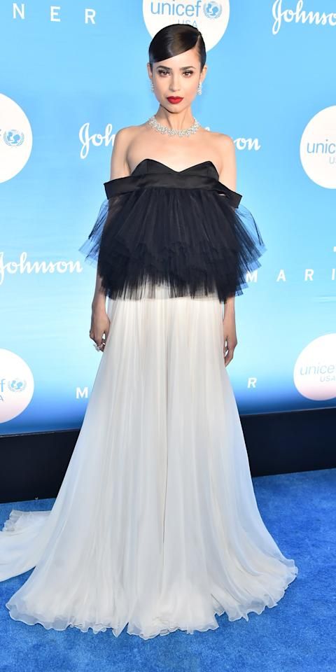 "<p>Sofia Carson wore a <a href=""https://click.linksynergy.com/deeplink?id=93xLBvPhAeE&mid=24449&murl=https%3A%2F%2Fwww.net-a-porter.com%2Fus%2Fen%2FShop%2FDesigners%2FGiambattista_Valli%3Fpn%3D1%26npp%3D60%26image_view%3Dproduct%26dScroll%3D0&u1=IS%2CSofiaCarson%2Canesta%2C%2CIMA%2C3504230%2C201912%2CI"" target=""_blank"">Giambattista Valli</a> tulle gown and Chopard jewels to the UNICEF Snowflake Ball.</p>"