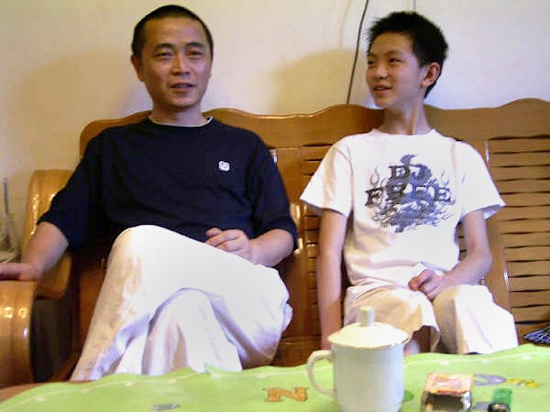 Dissident Huang Qi (L), pictured with his son at their home in Chengdu, south-west China's Sichaun province, in 2009 (AFP Photo/-)