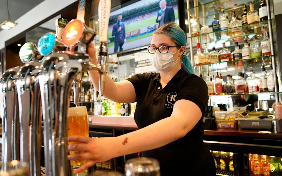Alishya Bruce wearing a mask while working in The Relish Bar, Doncaster - Danny Lawson/PA