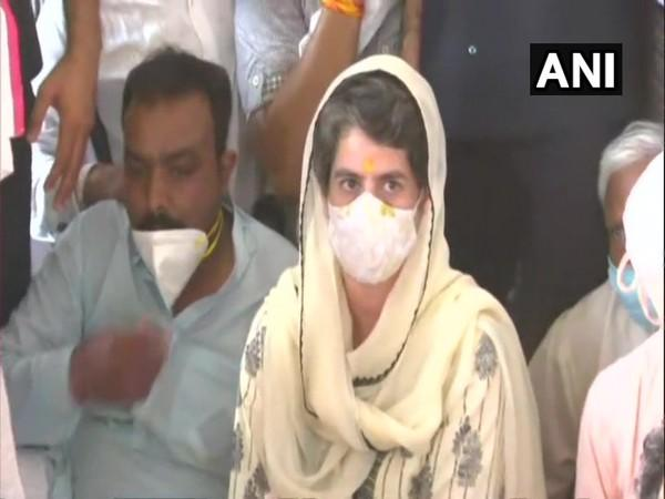 Congress leader Priyanka Gandhi Vadra at Valmiki Mandir in Delhi (Photo/ANI)