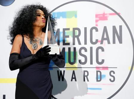 2017 American Music Awards – Photo Room – Los Angeles, California, U.S., 19/11/2017 – Singer Diana Ross poses with her Lifetime Achievement award. REUTERS/Danny Moloshok