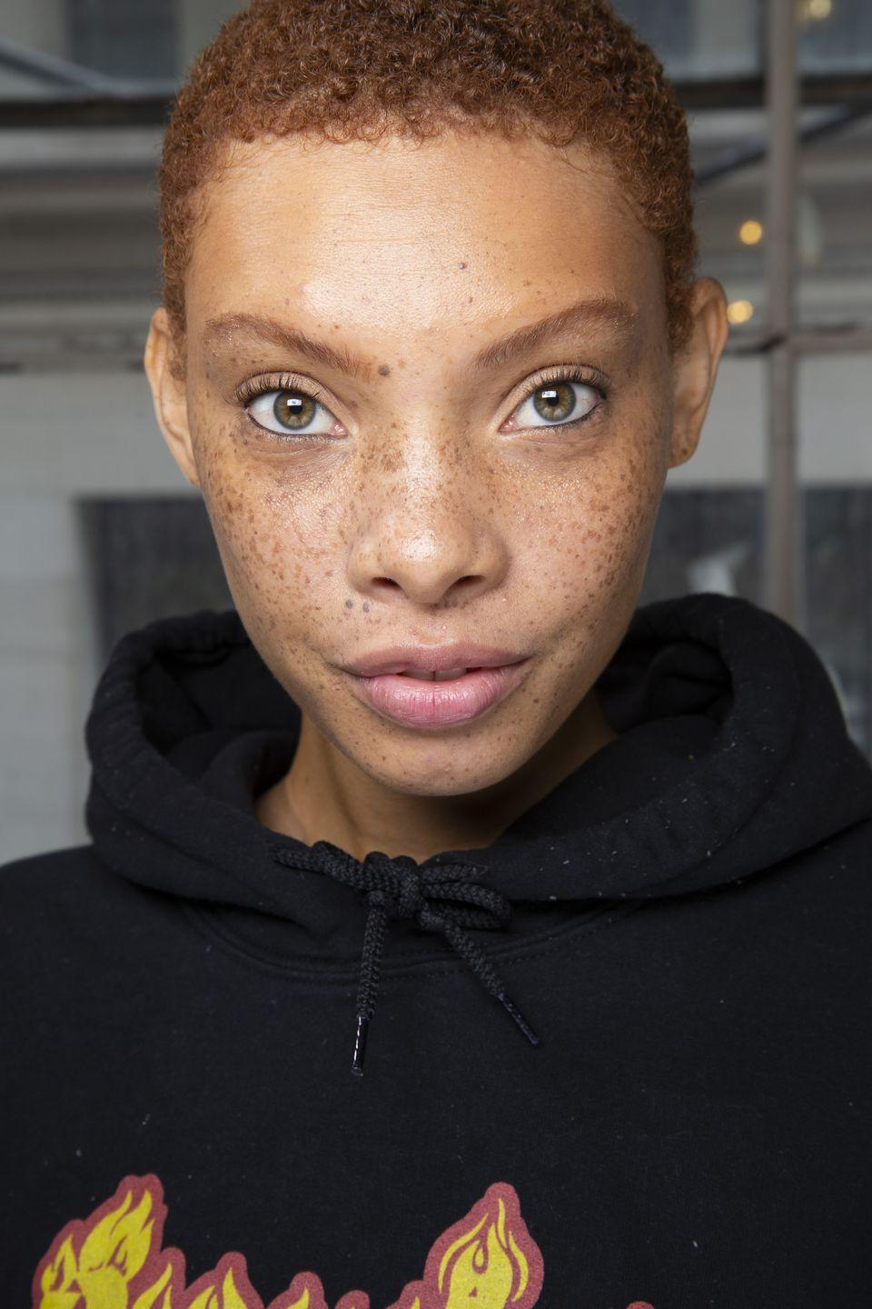<p>Sometimes the only piece of makeup you need is a sharp black eyeliner, traced along your inner waterline. With fresh and natural skin, black eyeliner has never looked so cool.</p>