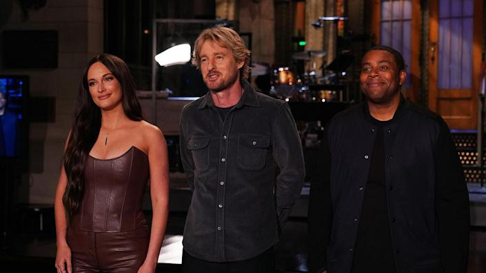 """Musical guest Kacey Musgraves, host Owen Wilson, and Kenan Thompson during Promos in Studio 8H for """"Saturday Night Live"""" on Thursday, Sept. 30, 2021. <span class=""""copyright"""">Getty Images</span>"""